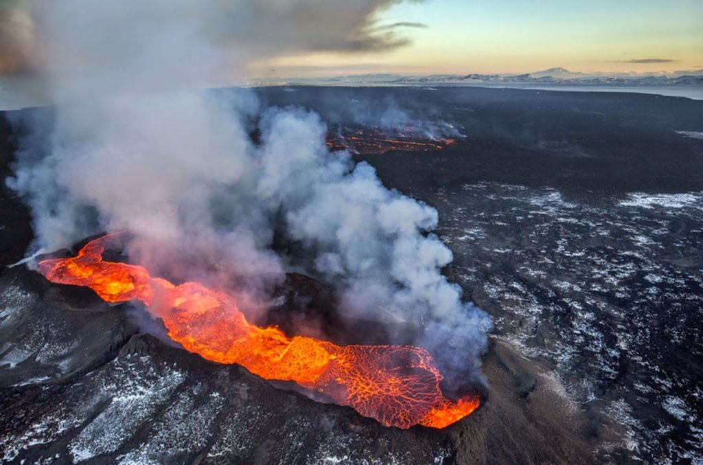 lava-at-Bardarbunga-and-volcanic-gasses-source-Ragnar-Axelsson-Morgnebladid1